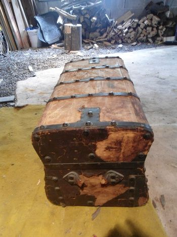 Antique 1850's Jenny Lind Trunk -- Before shot | Collectors Weekly