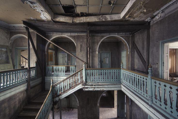 rebecca-litchfield-orphans-of-time-wonka-mansion-allemagne.jpg (1050×700)