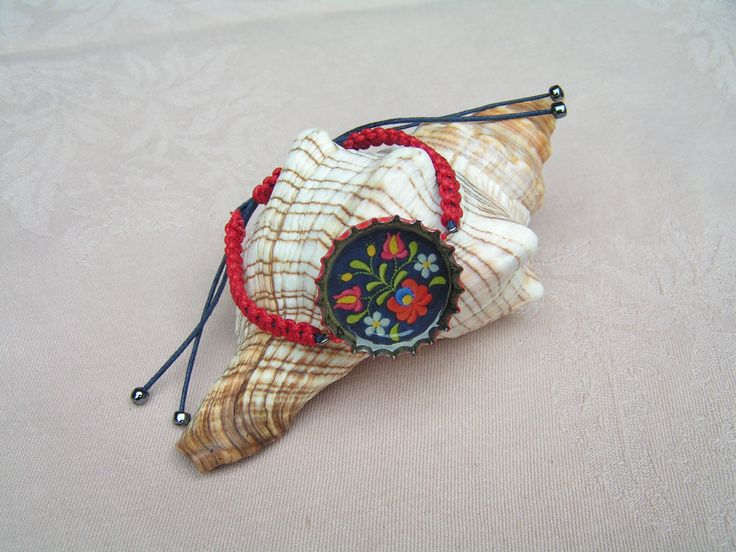 "The beautiful, UNESCO World Cultural Heritage ""Matyó"" folk motifs in a super sexy, red-dark blue macrame bracelet."