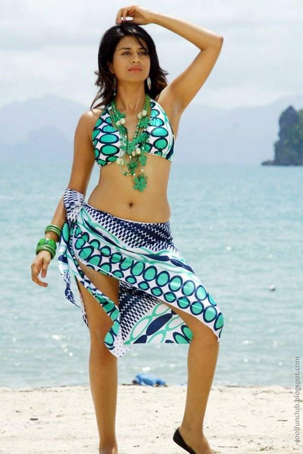 CoolFunClub: Shraddha Das Seaside Photoshoot