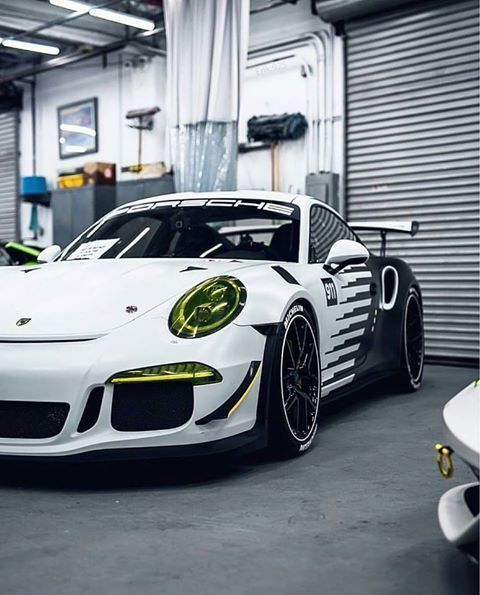 23 Promising Reasons To Drive A Porsche 911 GT3