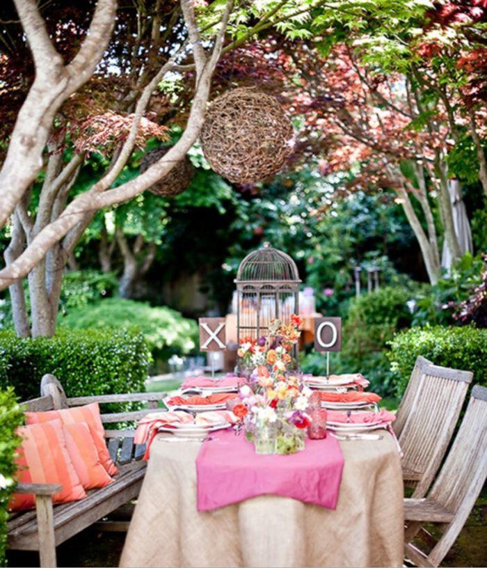 déco de table avec fleurs pour l'enterrement vie de jeune fille