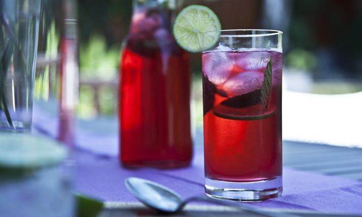 Ibiškovo-mátový ledový čaj | KITCHENETTE
