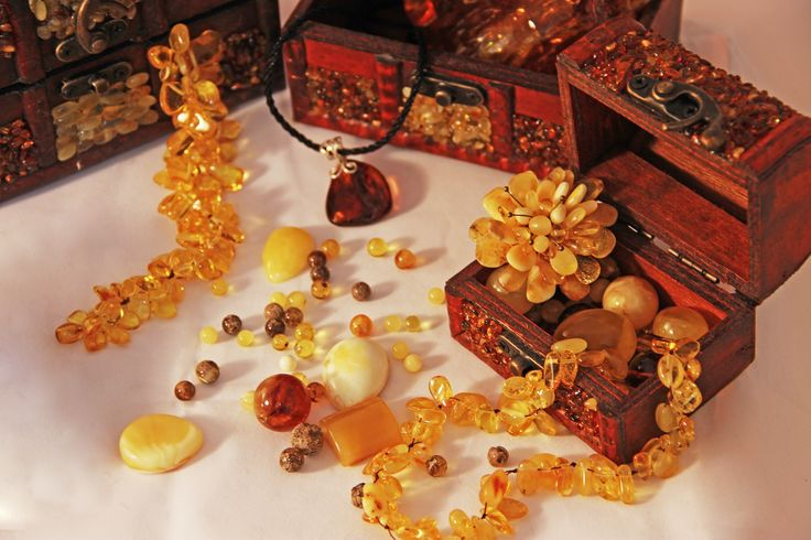 Amber souvenir and jewellery