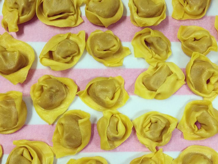 """Oggi #QuiCeregnano vi propone una ricetta tipica del posto: """"Tortellini fatti in casa col Ragù di Giovanni o col ripieno di zucca"""".  Clicca qui per la ricetta completa: http://www.quiceregnano.eu/it/tortellini-fatti-in-casa-col-ragu-di-giovanni-o-col-ripieno-di-zucca"""