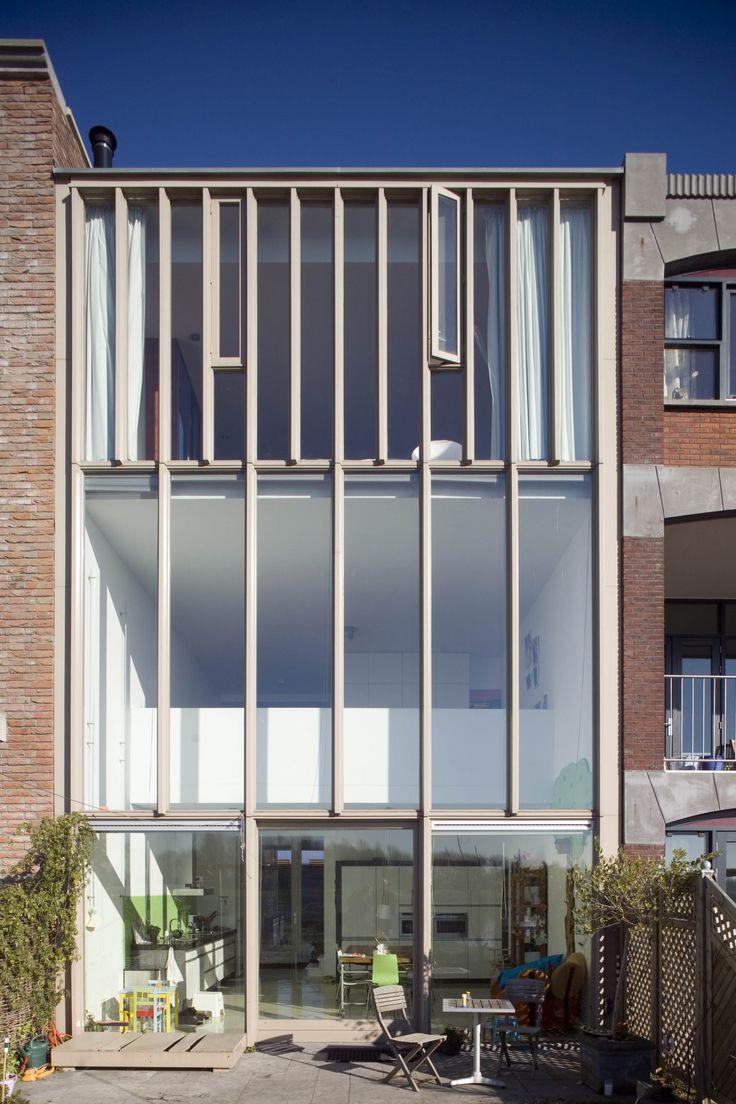 Bijzondere zelfbouw stadswoning op IJburg, Amsterdam. Grote glazen gevel. Ontwerp BO6 architecten.