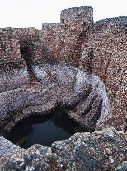La Motilla del Azuer es un yacimiento prehistórico de la Edad del Bronce, situado en España, en el municipio manchego de Daimiel, en la provincia de Ciudad Real