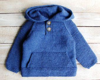 Mano de punto bebé niño suéter con apliques de por SilverMapleKnits