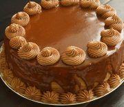Tort cu ciocolata si crema cu lapte condensat caramelizat