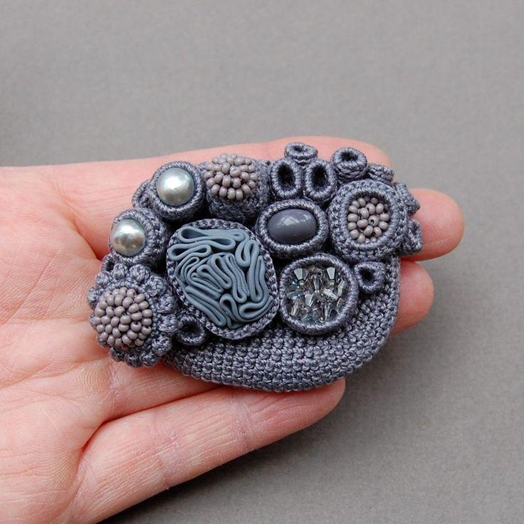 crochet brooch by elinart