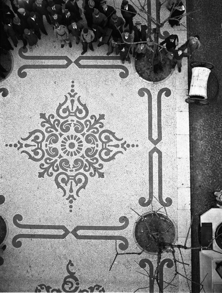 Calçada portuguesa na Avenida da Liberdade, Lisboa, Portugal, [1930-1939]