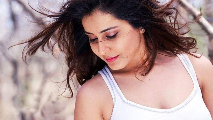 Beautiful actress Rashi Khanna has done many interesting roles and her recent portrayal as Varsha in Tholi Prema has been getting exceptional response from the audience. #Rashikhanna #Tholiprema #Rashikhannahot