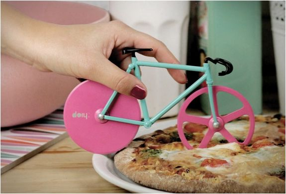 fixie-pizza-cutter-3.jpg