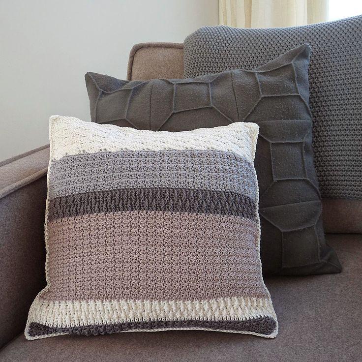 Studio 92 Designs: Kussen (pattern link + Ned. patroon in volgende bericht)
