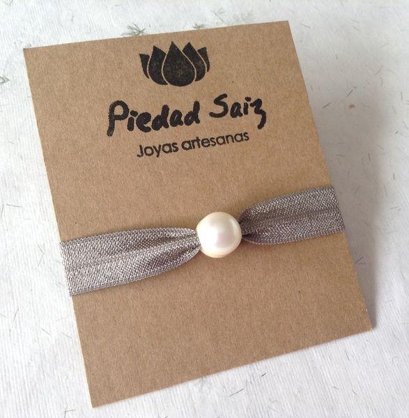 Pulsera de goma elástica y perla , Hair ties de Gemasymas por DaWanda.com