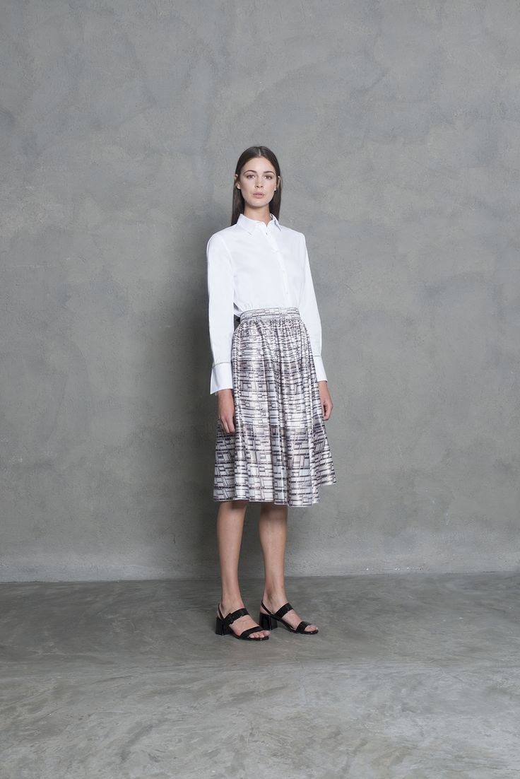 Feminin A - line skirt and crispy white shirt. Summer chic office outfit with an elegant twist.