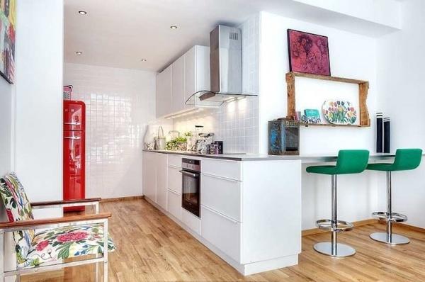 แบบห้องครัว: Scandinavian House, Scandinavian Design, Kitchens Design, Scandinavian Interiors, Bar Stools, Small Spaces, Open Kitchens, Houses Design, White Kitchens
