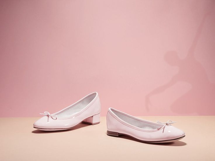 The iconic pink, sweet and feminine, is taking over our shoes. Cendrillon, Tess, Camille or Oxford Shoe Zizi… Our shoes in iconic pink: http://bit.ly/1opWwzN #repetto