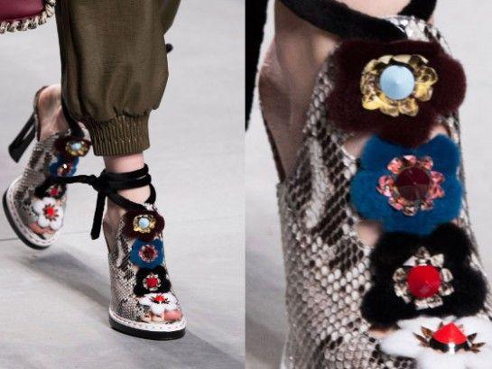 Sandali con tacco, zeppe, stivali estivi: ecco cosa c'è nella scarpiera della prossima stagione