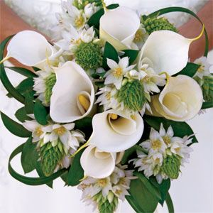 Upscale werdding bouquet with Calla Lilies and Star of Bethlehem Bridesign.com