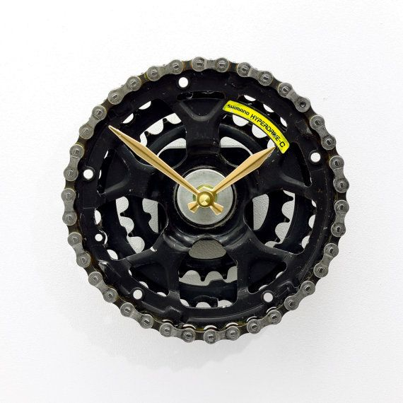 Bike Gear Clock - Tread & Pedals   https://www.etsy.com/au/listing/244510979/bike-wall-clock-bicycle-gear-clock