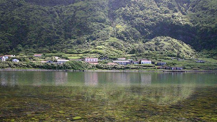 Fajã da Caldeira de Santo Cristo A Fajã da Caldeira de Santo Cristo, na ilha de S. Jorge, nos Açores, está classificada como Reserva Natural e Área Ecológica Especial. É o único local, nos Açores, onde se desenvolvem as amêijoas que constituem iguaria local. É considerada um santuário do Bodyboard e do Surf.