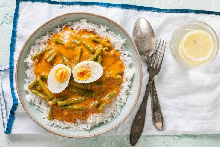 Kijk wat een lekker recept ik heb gevonden op Allerhande! Curry met pompoensaus, sperziebonen & ei