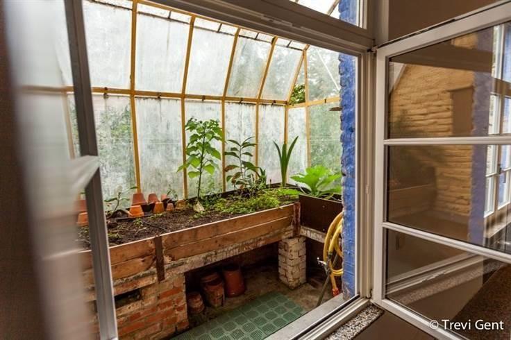 Te koop - Huis 6 slaapkamer(s)  - bewoonbare oppervlakte: 500 m2  - Unieke charme-eigendom gelegen in het hart van Gent, net naast het Patershol, beschikkend over een grote koer, garage en uitkijkend over het Sluizeken  - dubbel glas 3 bad(en) -   2 gevel(s) -   - eetkamer - oppervlakte keuken: 20 m2 - oppervlakte living: 40 m2 - oppervlakte eetkamer: 23 m2 - oppervlakte terras: 30 m2