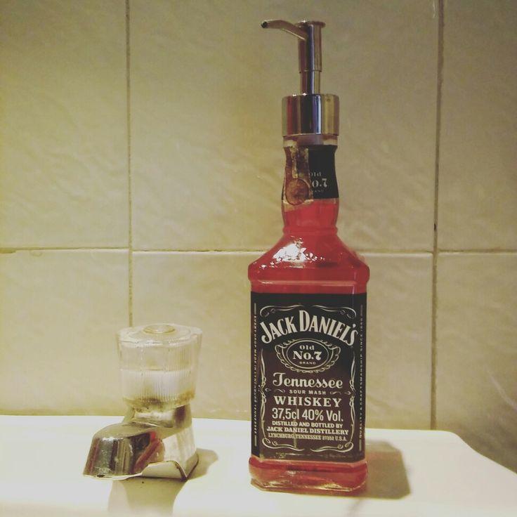 Botella de whiskey para el jabón de manos