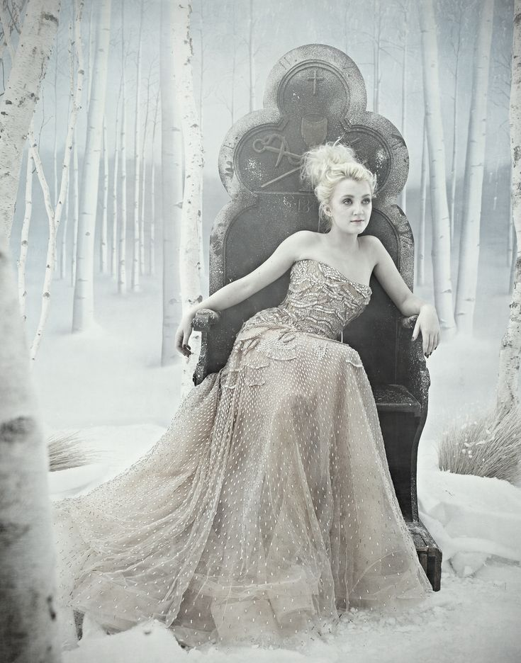 Come down the rabbit hole with me.. - giulianobekor: Harry Potter star Evanna Lynch....