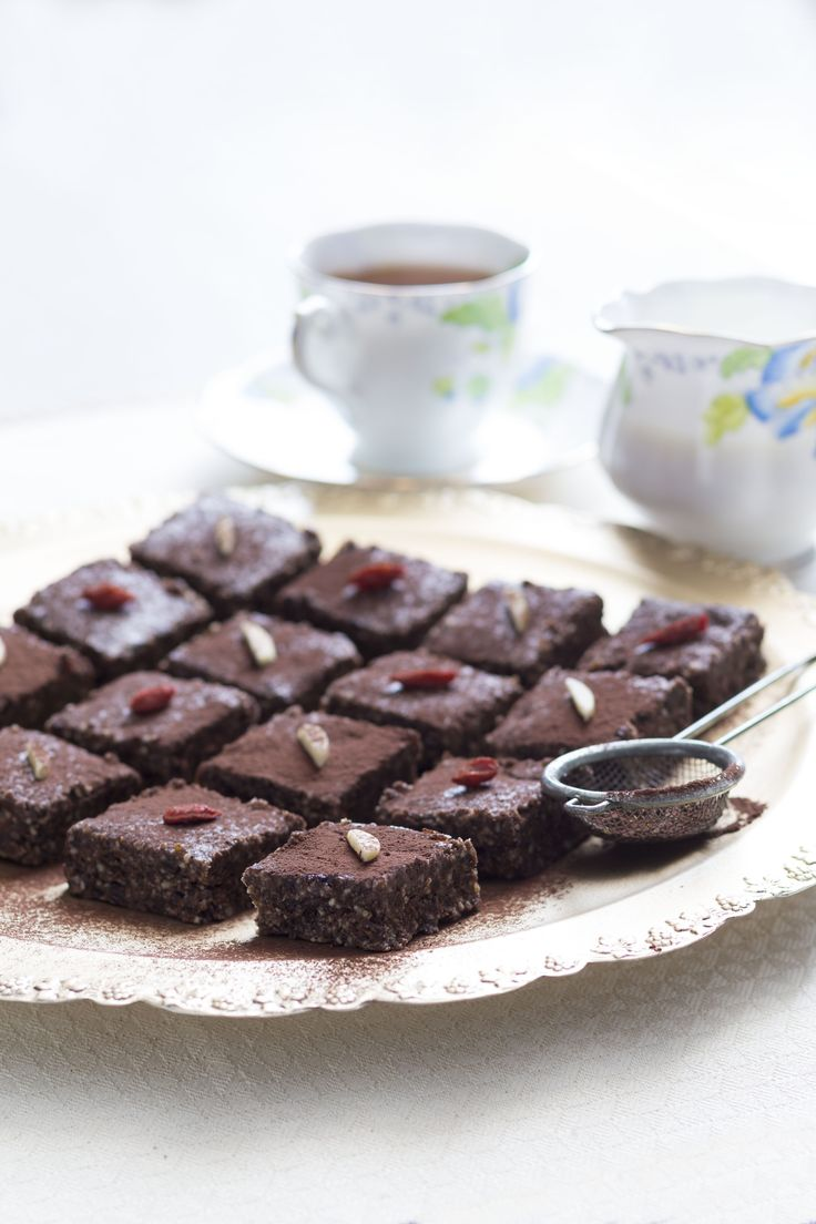 Almond and date bars | | Thermomix | Vegetarian Kitchen cookbook and recipe chip | p. 158 |