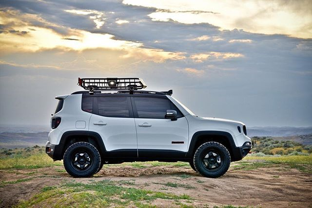 TBT to that gorgeous Boise sunset.. Thank you @rigidindustriesofficial for continuing to light up my night sky.. #radiancesignature #boise #rigidindustries #jwolfe #sunset #renegade @renegadeclub @renegadebrasil @forumsjeeprenegade @jeep.renegade.owners @jeeprenegadeclube @jeeprenegadelife @jeepofficial @jeeprenegade_italia @jeepculture @jeeppage @jeepbeef @jeep_addiction