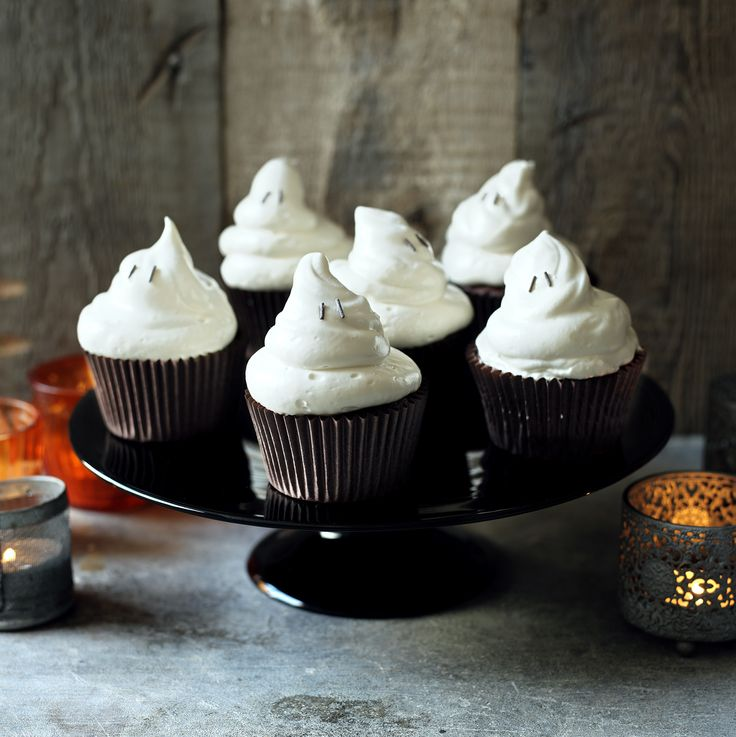 Halloween ghost cupcakes -  proving Halloween food doesn't have to be gory