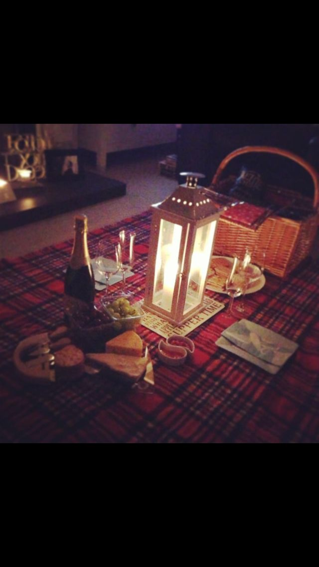 Perfect indoor picnic! Ok a must do this winter!! On a snowy day in front of the fire... what fun!!!!
