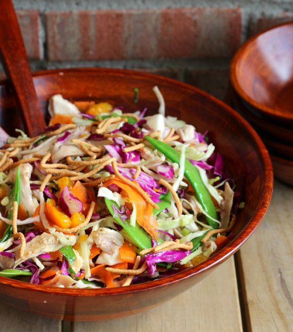 Salade de choux râpés, poulet, coriandre, pois gourmands, carottes, mandarine, nouilles chinoises, sauce miel citron vert - Cabbage Salad with Honey Lime Dressing