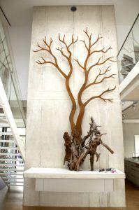 Die XXXL Mangrovenwurzel ist ein zentrales Stilelement im Aquarium und Sinnbild für die Wurzen des stählernen Urwaldriesen - ein perfekter Übergang von der Unterwasserwelt zur Wohnwelt.