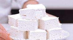 Домашний вкуснейший зефир  Ингредиенты: — кефир — 1 л; — сметана нежирная — 3/4 стакана; — сахар — 1 стакан; — желатин — 2 ст. л; — вода — 2 стакана; — ванильный сахар — 1/2 пакетика. Способ приготовления: 1) Желатин замочить в теплой воде на 30-40 минут, затем на медленном огне, непрерывно размешивая, довести до кипения, снять с огня и охладить до комнатной температуры. 2) Кефир, сметану, обычный и ванильный сахар перемешать и взбивать венчиком или миксером в течение 5-6 минут. Потом…
