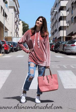 Look by @rinconderachel with #sneakers #primark #jeans #denim #sweaters #tights #romwe #whitesneakers #casualoutfit #fashion #ootd #moda #shein #rippedjeans #adidassuperstar #fashionblogger #pinksweaters #pinkbags #turquoisepants #velvetisin #wiwtd #fishnettights #pinkvelvet.