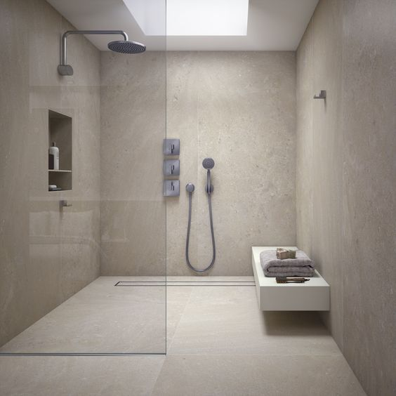 Carrelage tr s grand format pour salle de bain for Grand carrelage