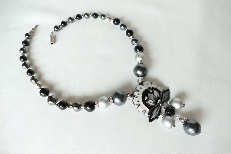 Collier - necklace Balenciaga vintage perles plastron cloisonné d'émail - enamel - strass de la boutique ricomontmartre sur Etsy