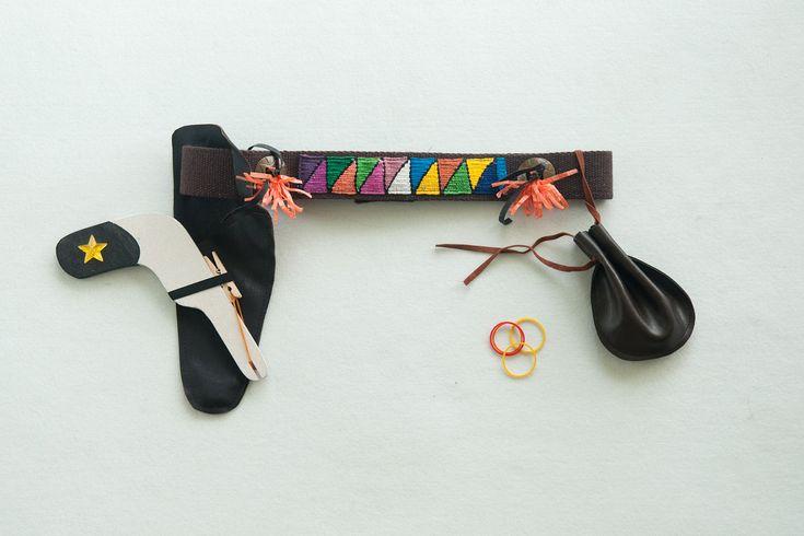 cinturone da indiano : pistola a elastici in legno + fodero + sacchettino porta elastici - regalo Natale  bambino -regalo compleanno bambino di SartoriaTataDrama su Etsy