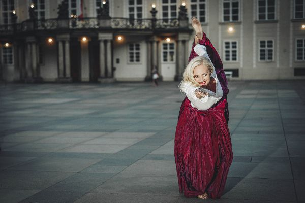 Amazing Eva... Red skirt... Prague Castle... Bikramy Yoga Instructor... #siluetyogawear #madewithloveforyou #yoga