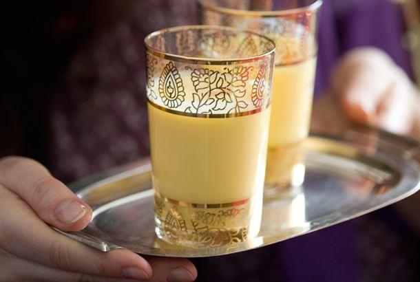 Lassi on raikasta kylmällä vedellä tai maidolla laimennettua jogurttia, jota tarjoillaan ruokajuomana. http://www.valio.fi/reseptit/lassi/