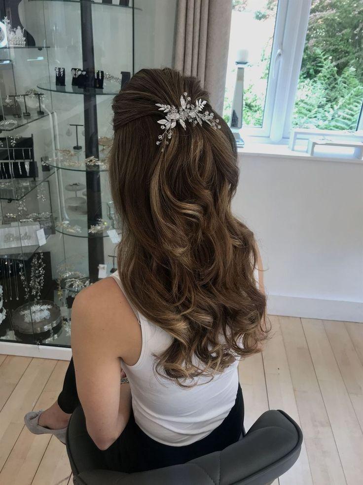 Nizza 37 Beauty Half Up Half Down Hochzeitsfrisuren Ideen. Mehr bei luvlyfashion .... - #beauty #bei # hochzeitsfrisuren #Ideen #