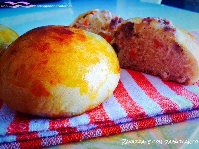 Ravazzate siciliane al forno con ragù bianco.  La ricetta la trovi qui --->  http://blog.cookaround.com/weddingplanneraifornelli/ravazzate-siciliane-con-ragu-bianco/