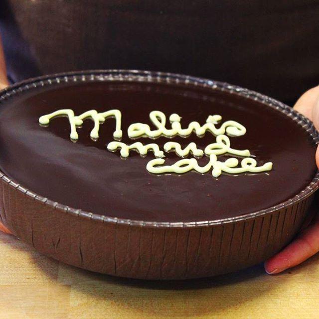 Mud cake, my way 😊✌ // receptet på min mud cake som jag bakat i 10 år - nu i glutenfri version. 😵 Recept på bloggen! Länk i profilen 👆👆 #mudcake #kladdkaka #kladdkakansdag