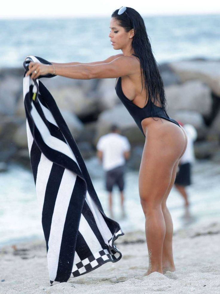 michelle-lewin-in-black-swimsuit-2016-14