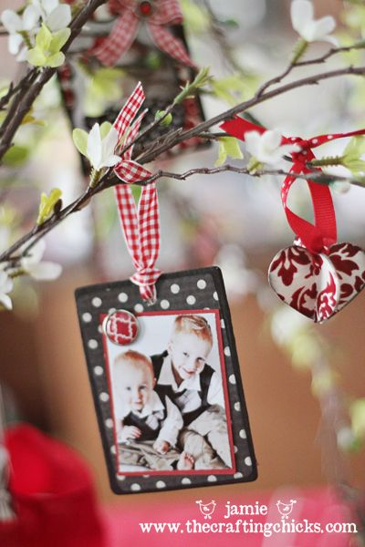 Take picture of kids in front of tree every year! Wood Photo Ornament, sooo cute, I totally want to make these for family Christmas photos over the years and mini frames cost so much and they're hard to find...
