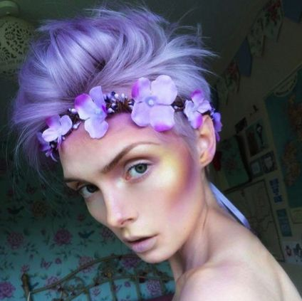 The lovely @beautsoup looks like Mab, the enchanted fairy, who is here to help beauty queens give birth to their dreams! This stunner used Manic Panic in Lie Locks for her her soft lavender hair color, and we cannot get over the sunset-colored highlighting and contouring she created on her cheekbones! Get this ethereal glow by using our Lust Dust in Electric Banana, Fuschia Shock, and Ultra Violet, while adding a hint of our Coffin Dust in Hemlock.
