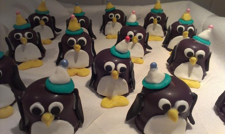gemaakt voor Marre's derde verjaardag op het kinderdagverblijf. Negerzoenen en marsepein! grooooot succes!